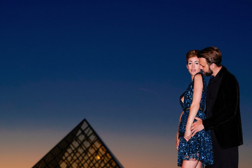 Blue hour photography in Paris for couples
