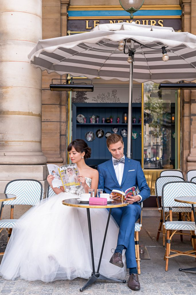 Cute couple picture ideas at a Parisian cafe with books and macarons