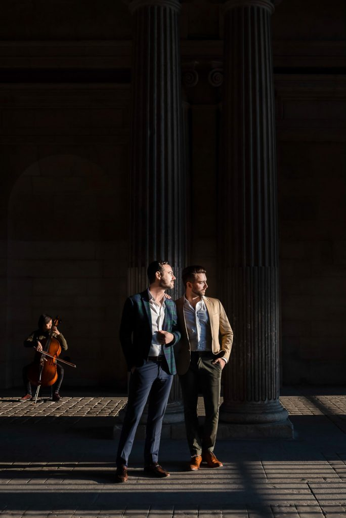 Romantic gay couple photos with violinist in Paris
