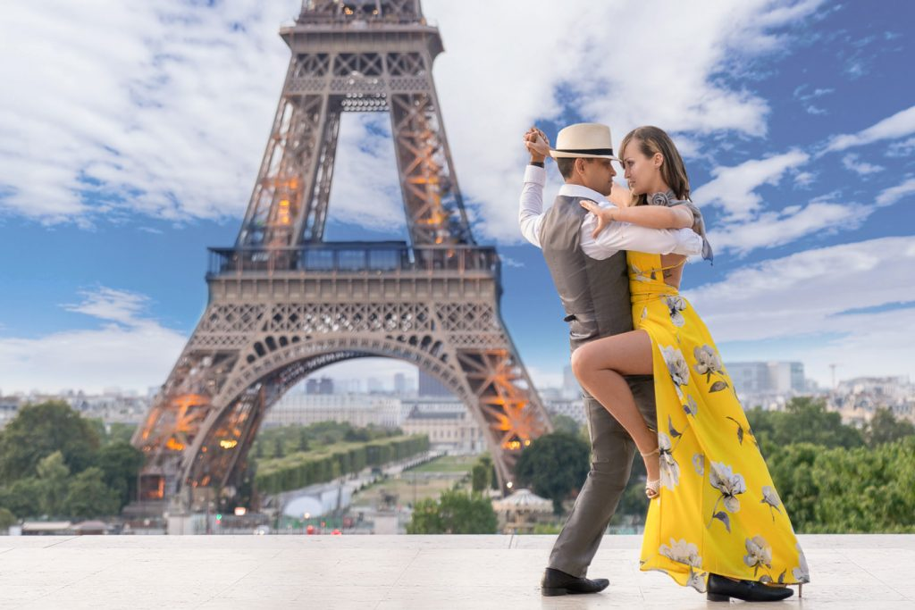 Dramatic pose ideas for couples engagement photos in Paris