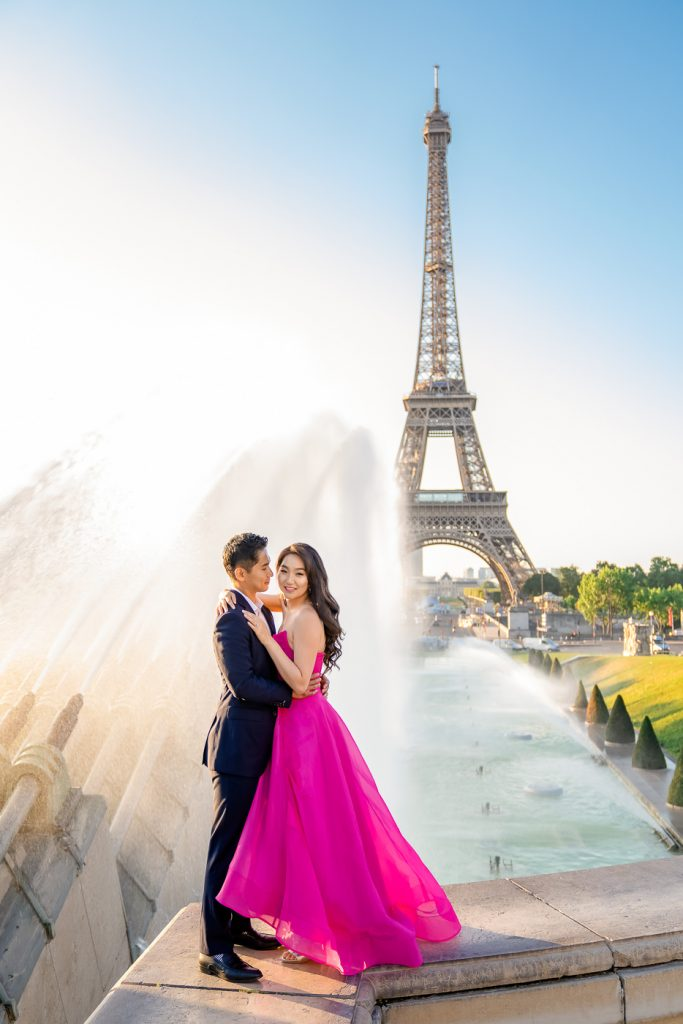 Iconic Eiffel Tower couple photos at Trocadero