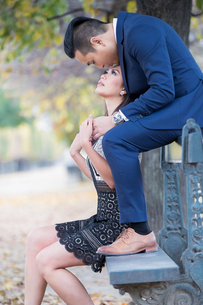 Perfect poses for couples doing Paris engagement photos
