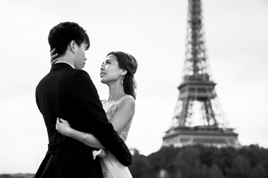 Iconic black and white couple pre-wedding photoshoot in Paris