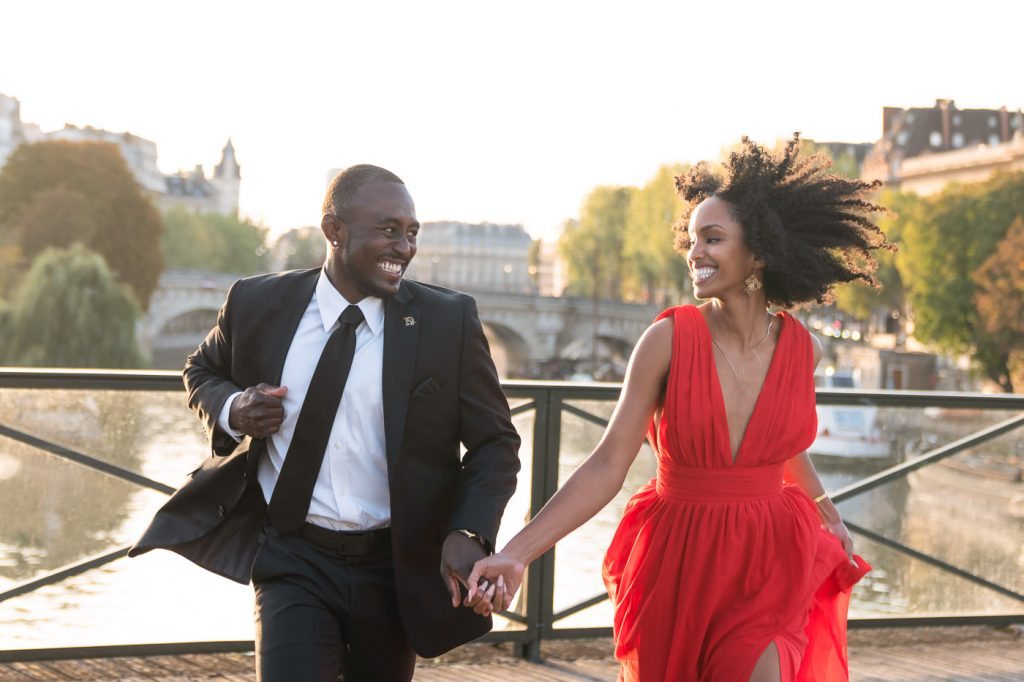 How to pose for amazing Paris engagement photos as a couple
