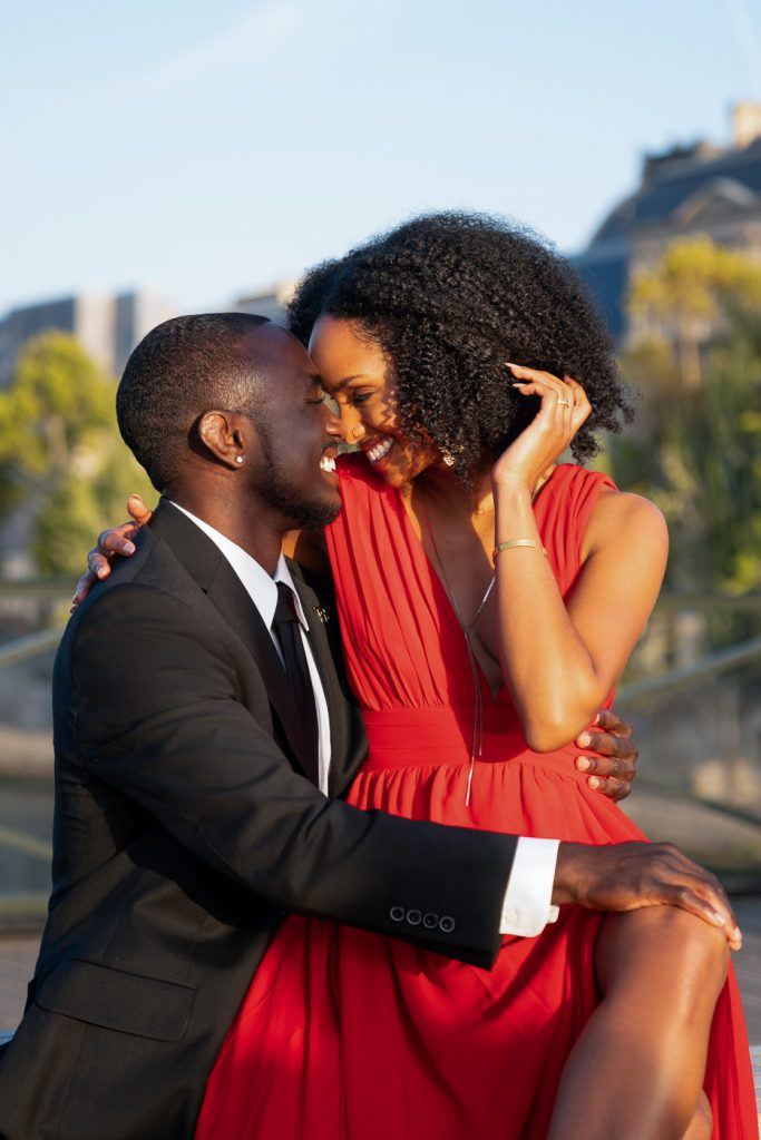 How to pose as a couple for amazing Paris engagement photos