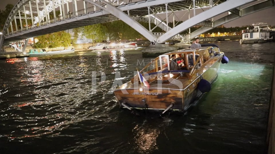 Dreamy Eiffel Tower Proposal with Get-away private Seine River boat